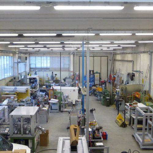 Costruzione impianto illuminazione attrezzeria meccanica con apparecchi a Led